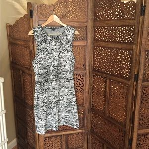 Like New Theory Black & White Fit & Flare Dress L